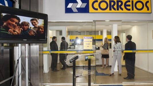 FUNCIONARIOS DOS CORREIROS SUSPENDEM GREVE