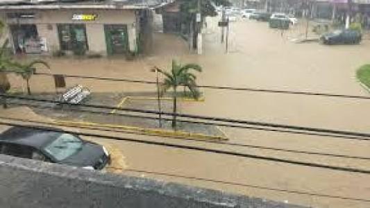 CHUVAS CAUSAM ESTRAGOS EM BARRA DO PIRAÍ