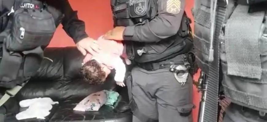 POLICIAIS MILITARES SALVAM BEBÊ DE 28 DIAS ENGASGADO COM LEITE MATERNO EM TRÊS RIOS