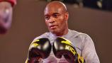 Fora do UFC, Anderson Silva acerta luta de Boxe contra Julio César Chávez Jr em junho no México: 'Lutar é meu fôlego eterno'