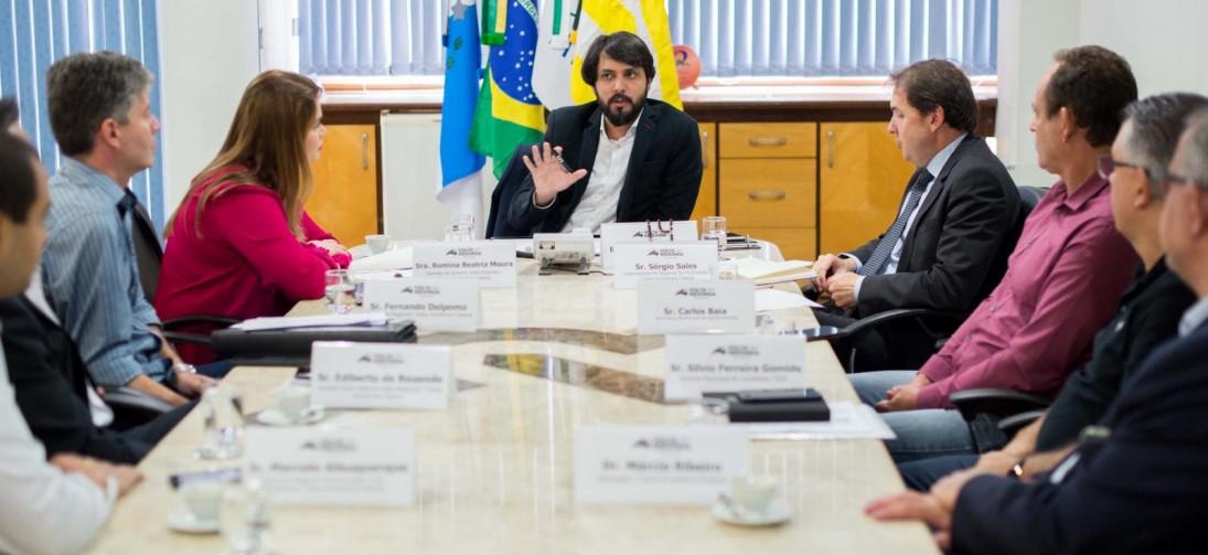 Samuca Silva recebe representantes da  Caixa Econômica Federal de Volta Redonda