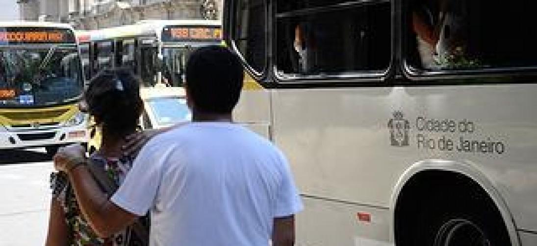 Lei que exige a volta dos cobradores nos ônibus do Rio segue sem regulamentação