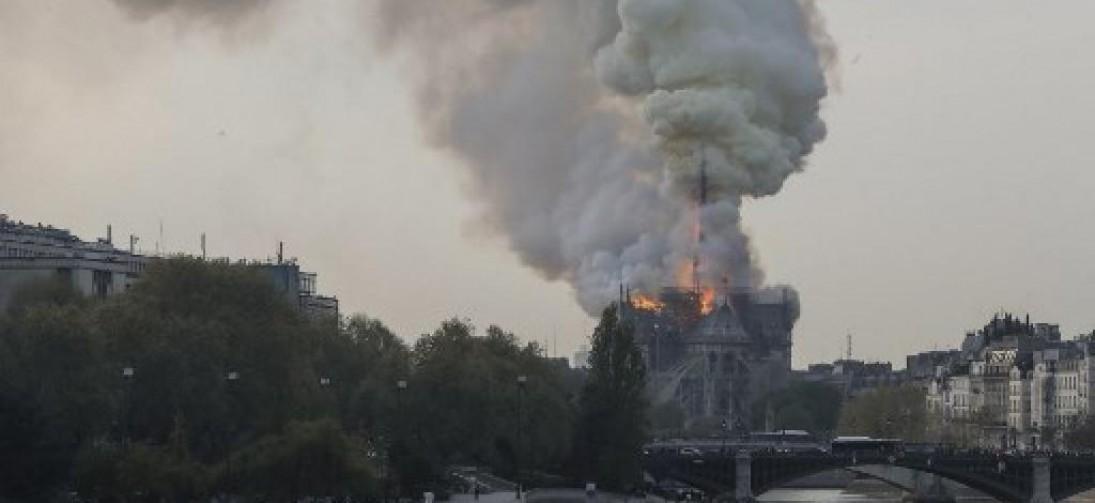 Paris: incêndio atinge Catedral de Notre-Dame