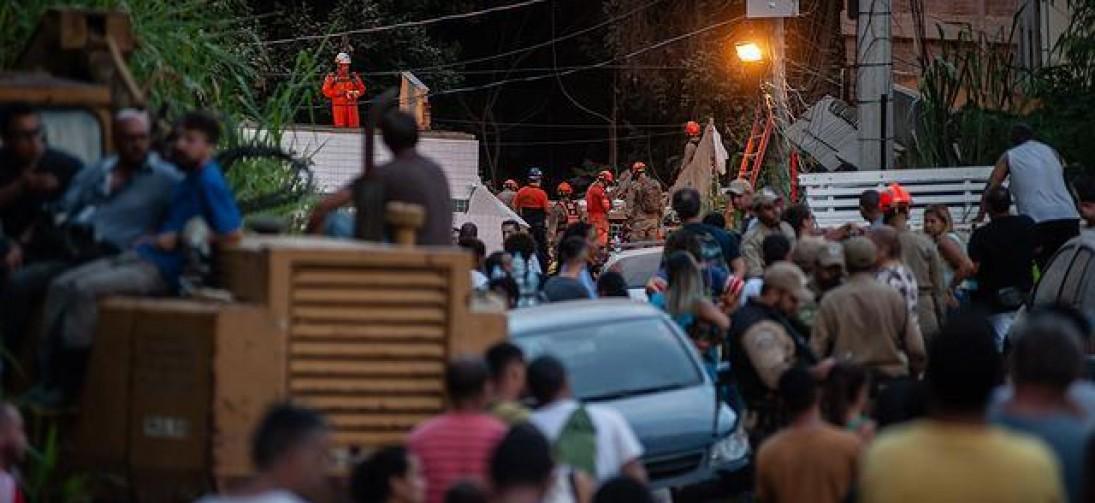 Bombeiros buscam 17 vítimas de desabamentos no Rio;