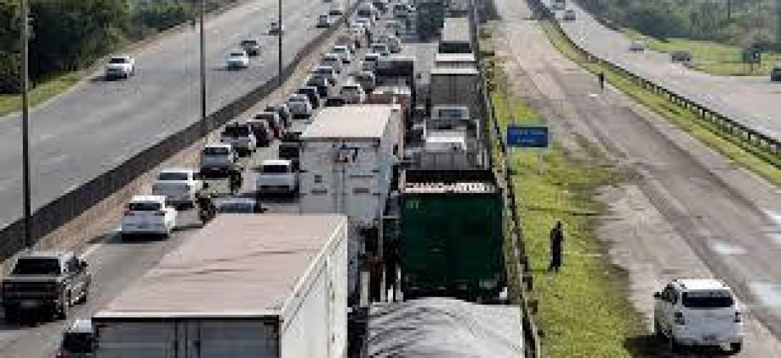 Caminhoneiros ameaçam parar em 29 de abril