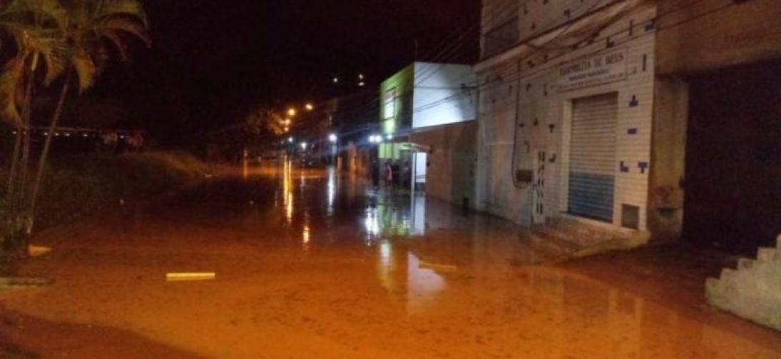 Forte tempestade atinge Barra Mansa e Volta Redonda na noite de ontem