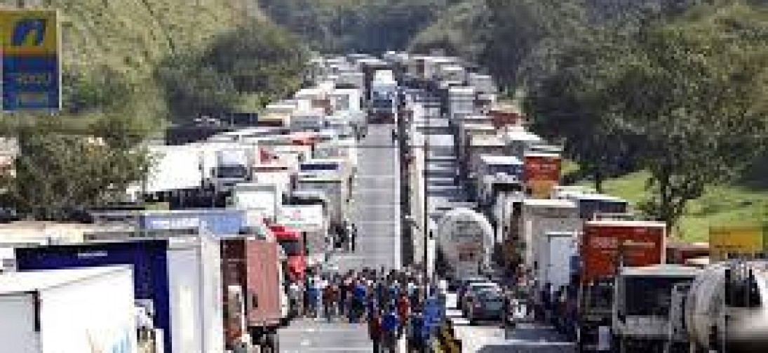 Governo anuncia R$ 500 milhões do BNDES para caminhoneiros autônomos
