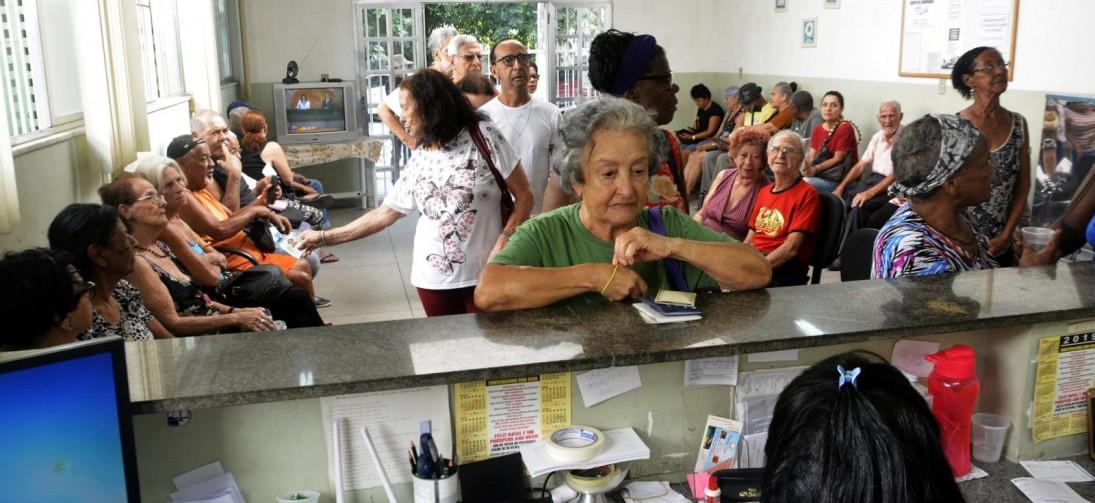 Imunização contra gripe para idosos começa em Volta Redonda