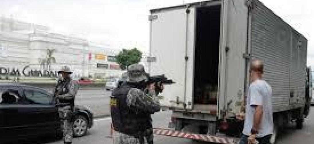 Polícia tenta localizar carga roubada com 62 mil doses de vacinas no Rio