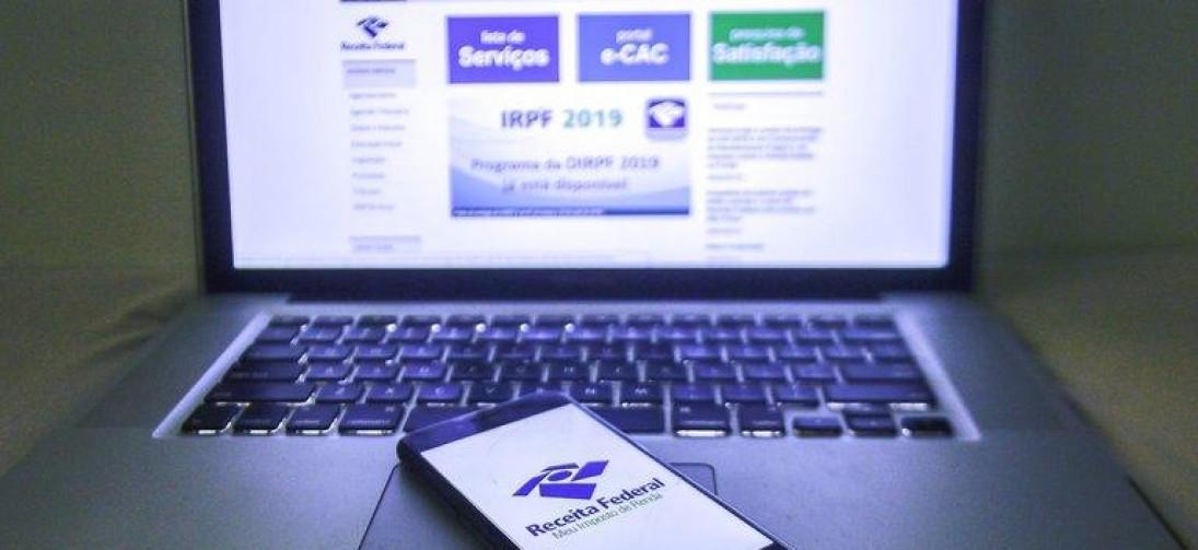 Servidores da Receita acessaram dados fiscais de Bolsonaro e familiares